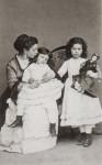 Lina Sand et ses deux filles