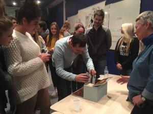 J.B Andrea découvre le cadeau des élèves de Gaillon